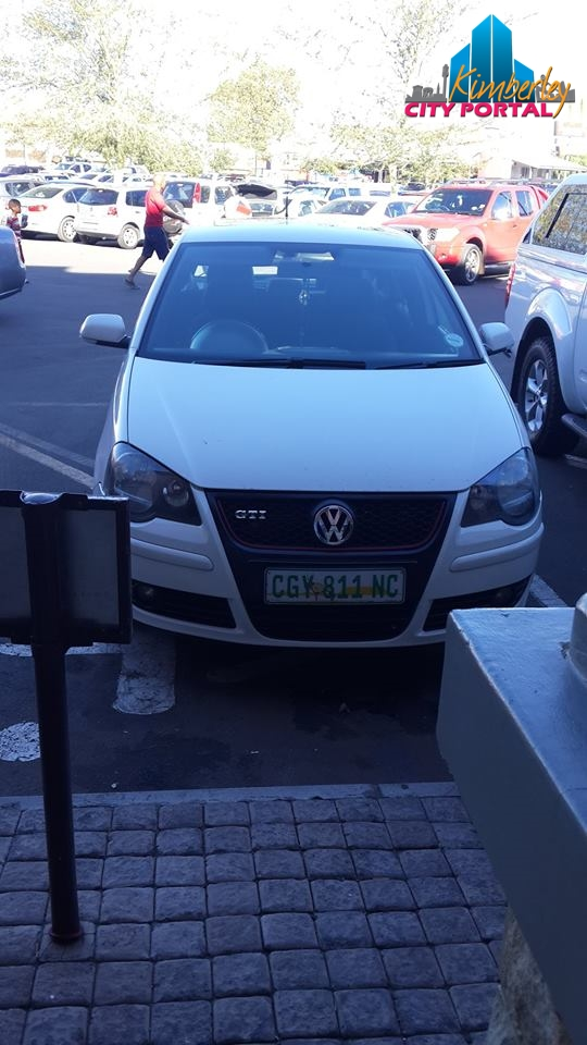 This vehicle was parked on the disabled parking in front of Barcellos on Friday 28 November 2014 at 17:00.
