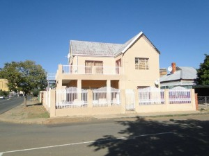 No 22 Tapscott Street is the house that the infamous murderess, Daisy de Melker, stayed in when she visited her sister in Kimberley.