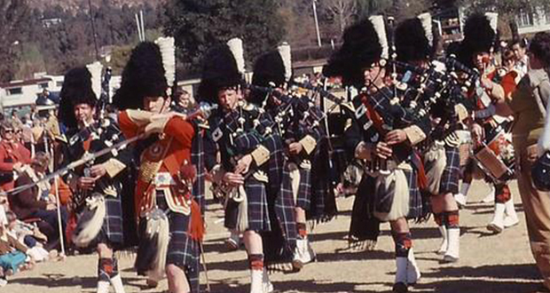 PT-Kimberley_Regiment_Pipe_Band-1976