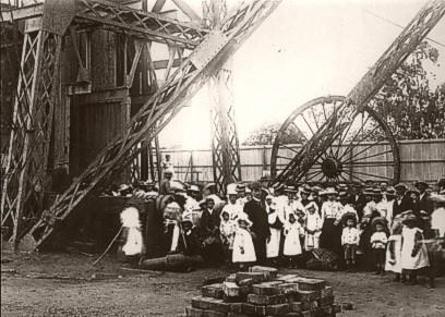 PT-Women_and_Children_at_mine-1900
