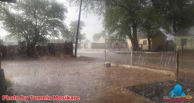 PT-Rain_and_Raincoats_in_Kimberley-20160408-001