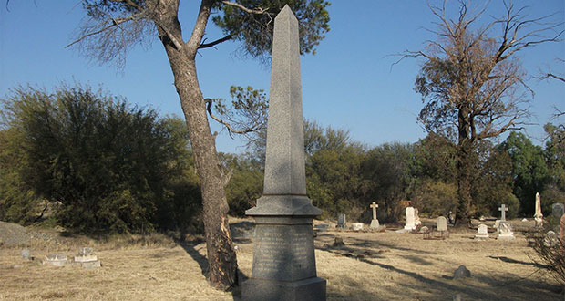 PT-Gladstone_Cemetery_Memorial_for_those_who_died_in_De_Beers_Mine_Disaster-1888