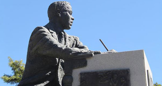 PT-Statue_of_Sol_Plaatje_at_the_Civic_Centre-1910