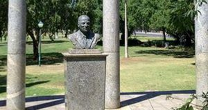 PT-Bust_of_Sir_Ernest_Oppenheimer-1962