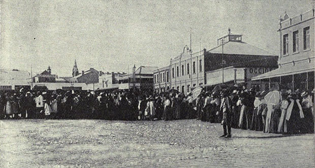 PT-Food_Rationing_Queues-_at_Kimberley_Market_Square-1899