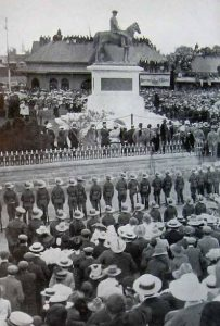 PT-Cecil_John_Rhodes_Statue-Unveiling-1907