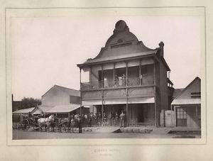 PT-Catherine_Jardines_Queens_Hotel-1875