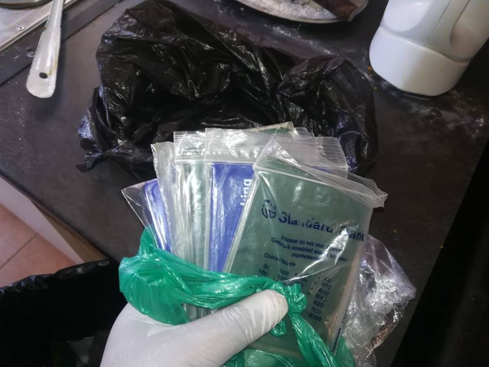 SAPS recover cards and IDs from_fraudsters Williston - 4